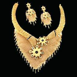 Gold Diamond Necklace (01)