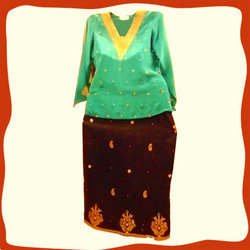 Aari+Work+Kurti+%26+Skirt