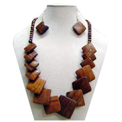 Wood Bead Necklace Suppliers Manufacturers Amp Dealers In Delhi